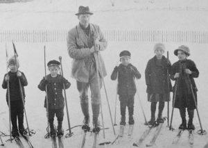 Särna Hedlund m unga skidåkare