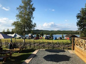 Utsikt på uteserveringen på Särna Camping