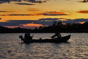 Fiske med båt sommar Särna Camping